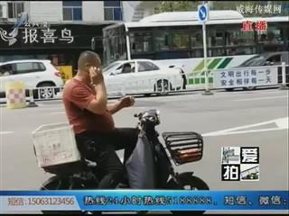 爱拍:请为文明加分,不要往绿化带里扔垃圾!