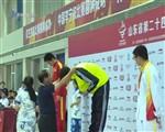省运会游泳赛场 王毅再夺金