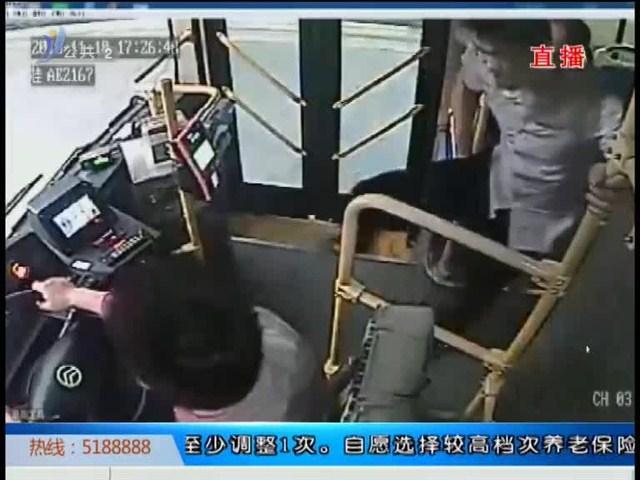 南宁:男子坐过站大闹公交车