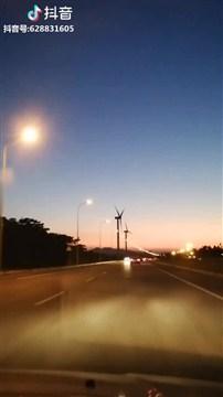 有风车守护的海滨路