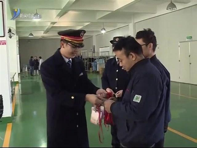 凤凰国际北站:为残疾旅客送票上门